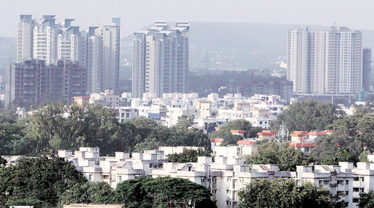 property-prices-plunge-by-4%-in-pune.jpg