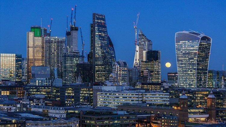 how-are-global-investors-and-local-buyers-pitted-in-the-london-property-market-now.jpg