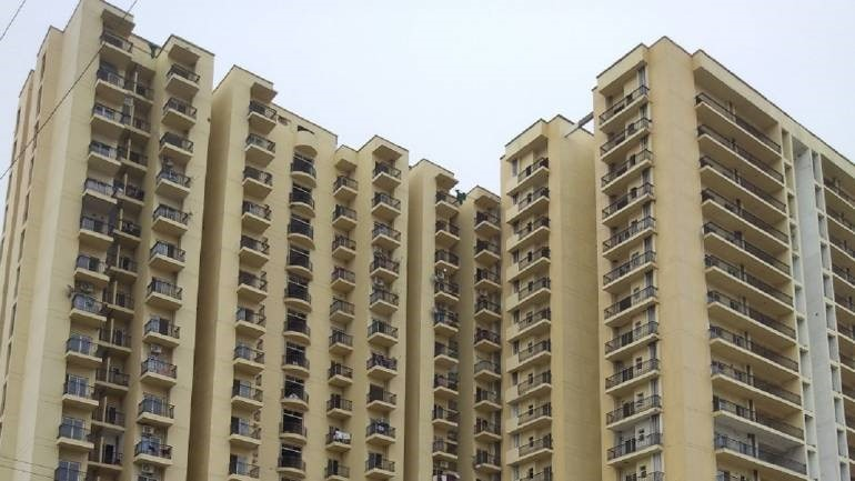 Is Noida gaining in the luxury realty market due to comparative affordability?